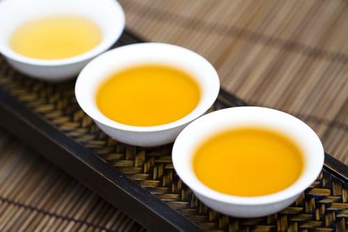 Oolong čaje tradičně podáváné.