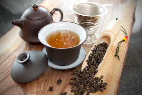 Dát si Oolong čaj může být příjemný rituál.