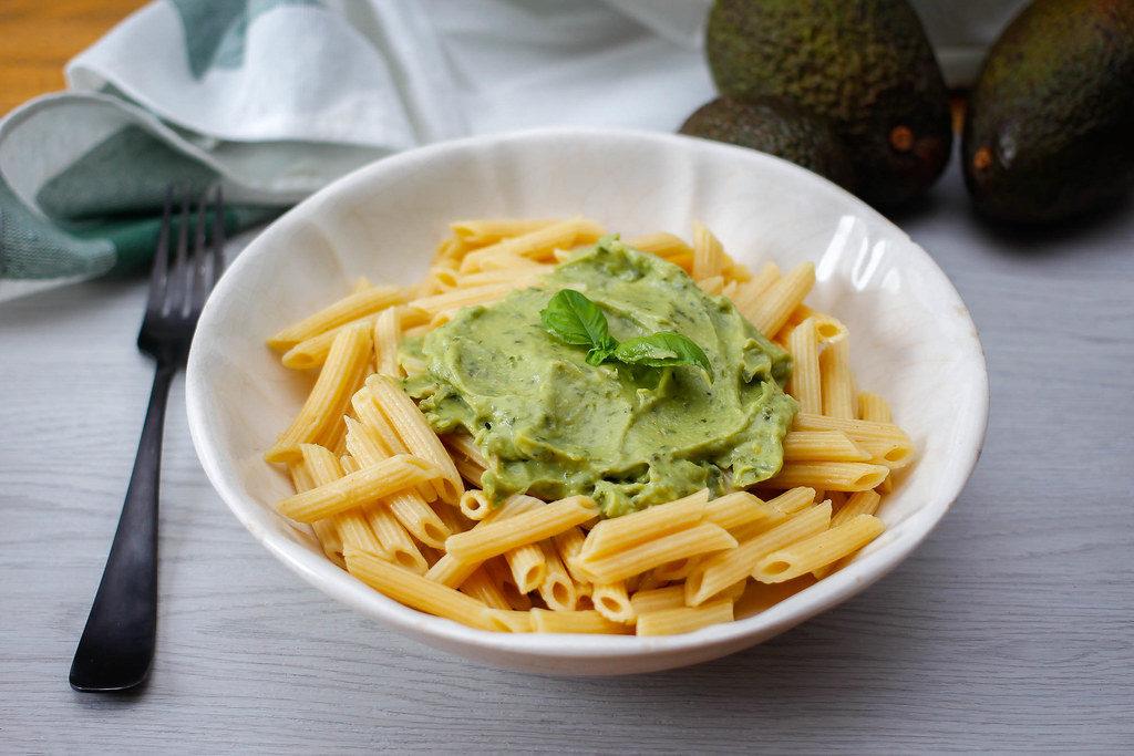omáčka z avokáda se skvělé hodí ke všem druhům těstovin