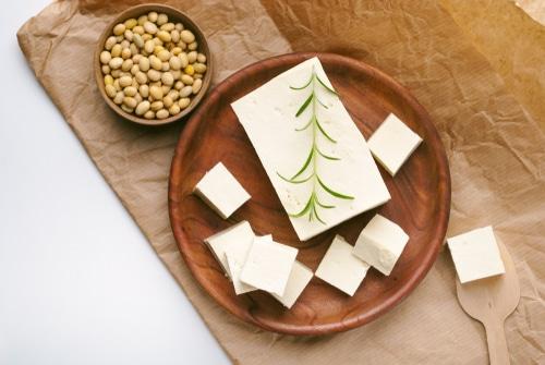 I tofu může nahradit maso.