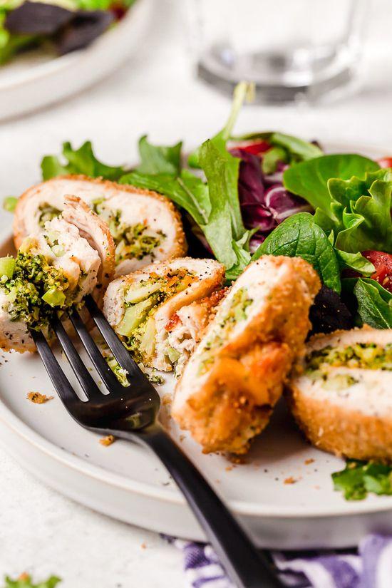 Recept na smaženou kuřecí roládu s brokolicí a sýrem.