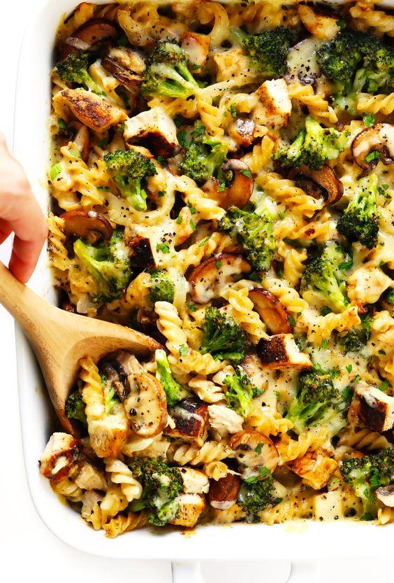 Recept na zapečené těstoviny s brokolicí a kuřecím masem.