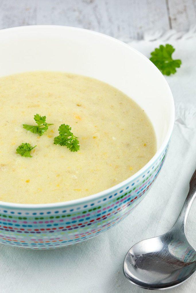 polévka s bramborem, sýrem a celerem