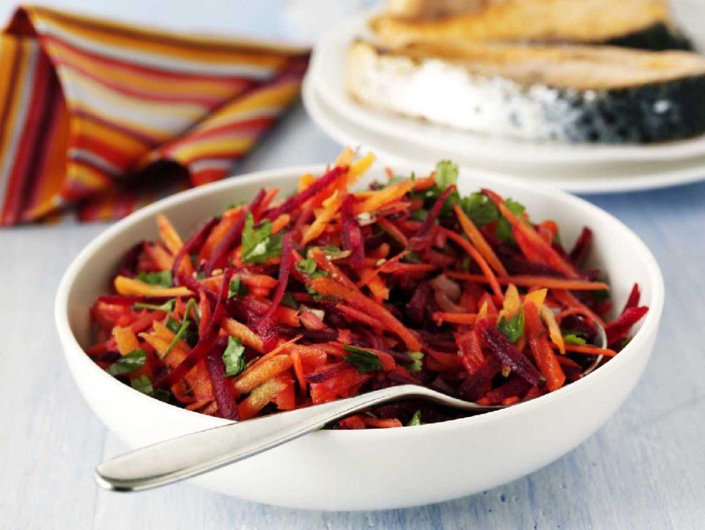 salát s řepou a mrkví