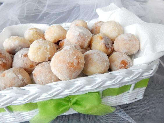 Recept na tradiční svatební koláčky v cukrové krustě.