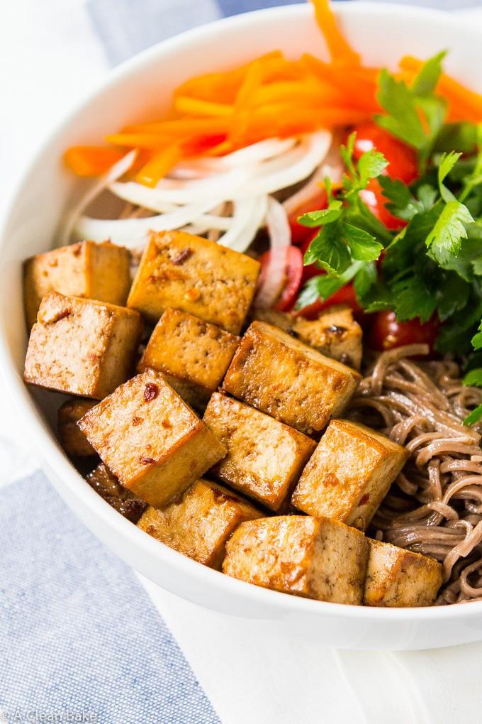 Recept na snadné pečené tofu se zeleninou.