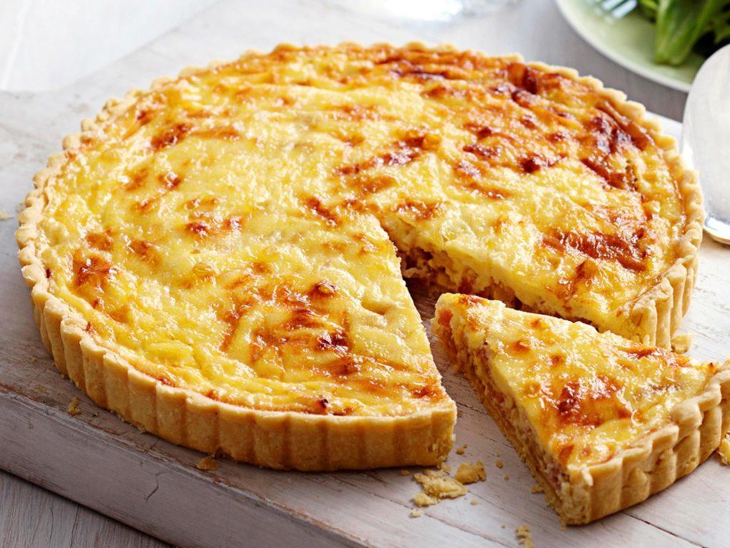 francouzský quiche pečený se sýrem