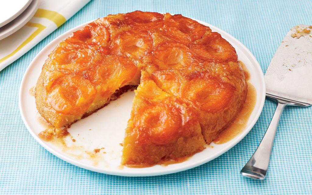 kulatý koláč s meruňkami