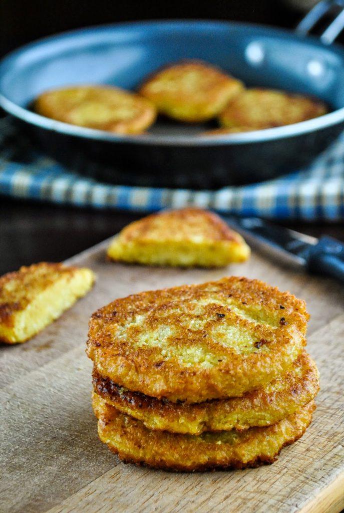 Úžasné kapustové karbanátky se sýrem, párkem a ovesnými vločkami.