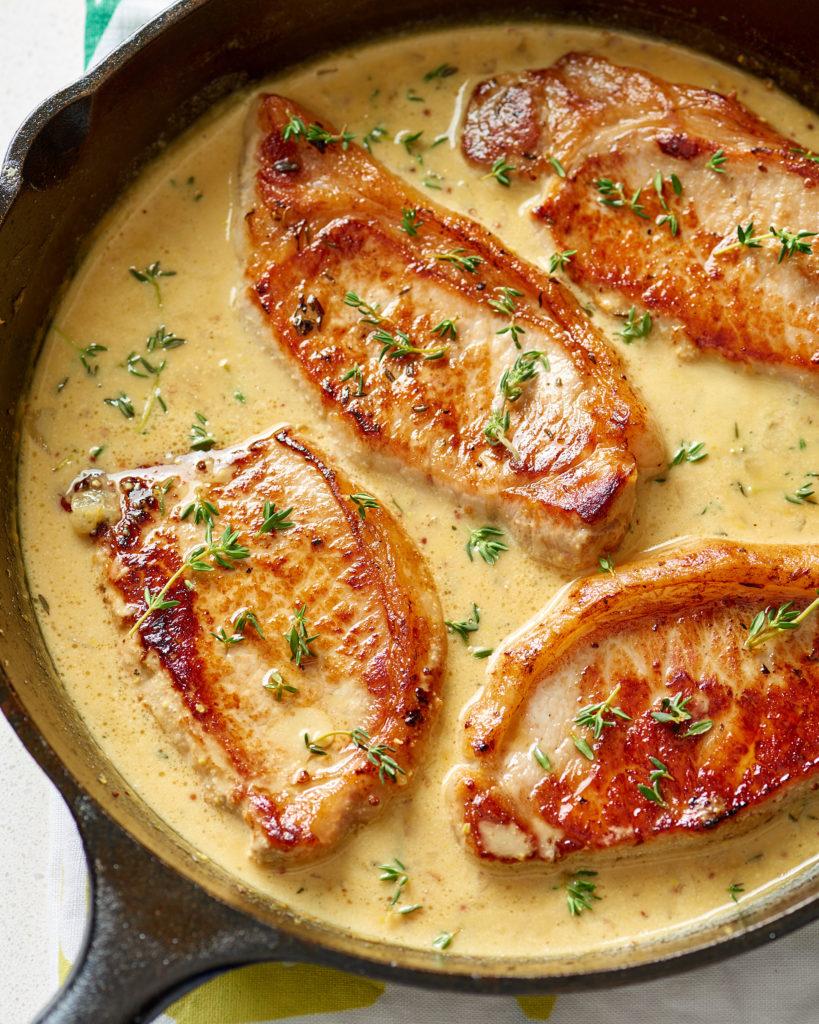 Recept na vepřovou kýtu s hořčicí a smetanou.