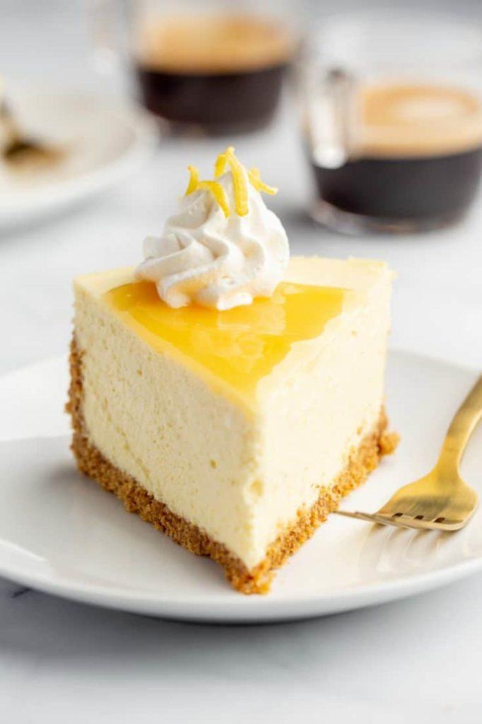 Cheesecake s citronem a polevou.