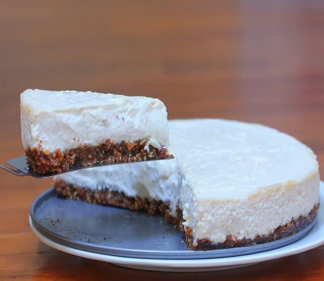 Zdravý nepečený cheesecake z tvarohu a jogurtu.
