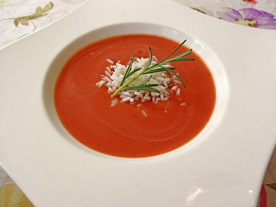Rajská polévka s rýží a stonkem rozmarýnu
