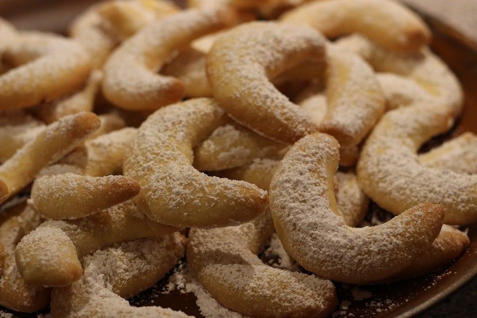 Rohlíčky posypané cukrem