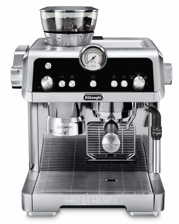 Pákové espresso s mlýnkem a nepěňovačem mléka.