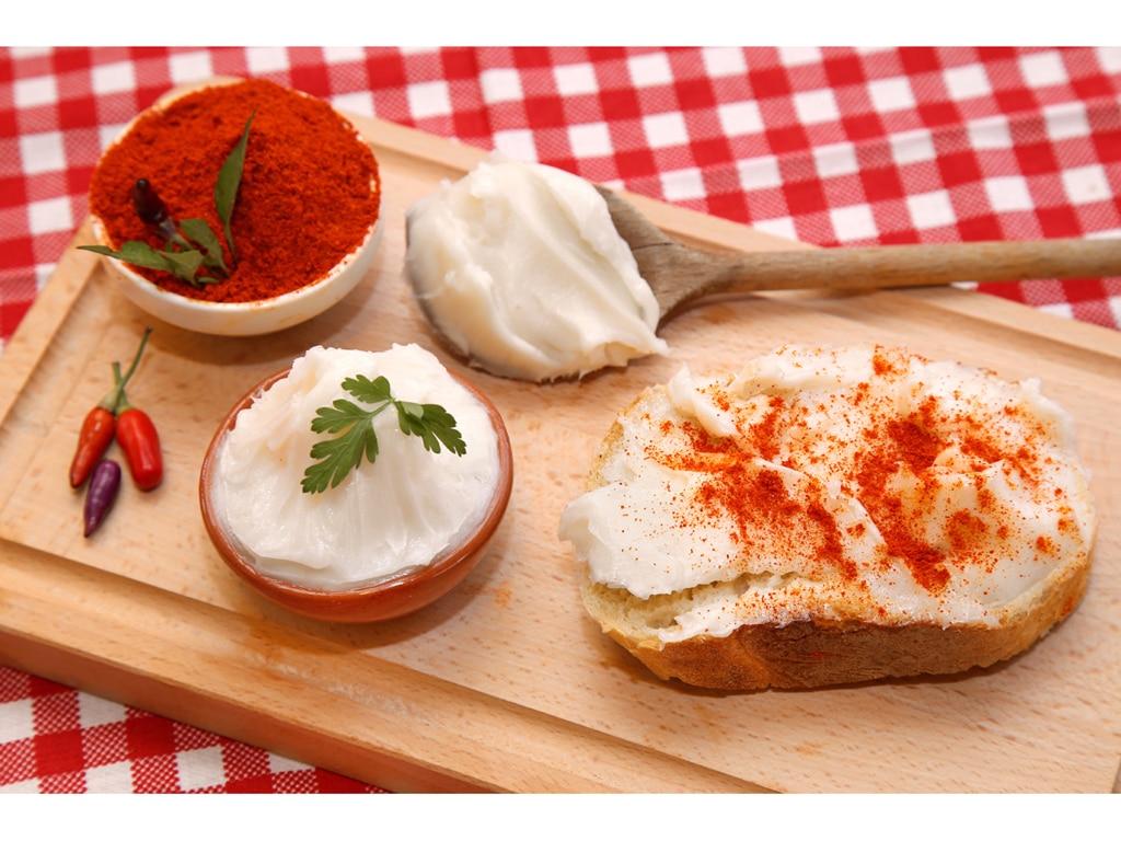 Pikantní pomazánka se škvarky a chilli