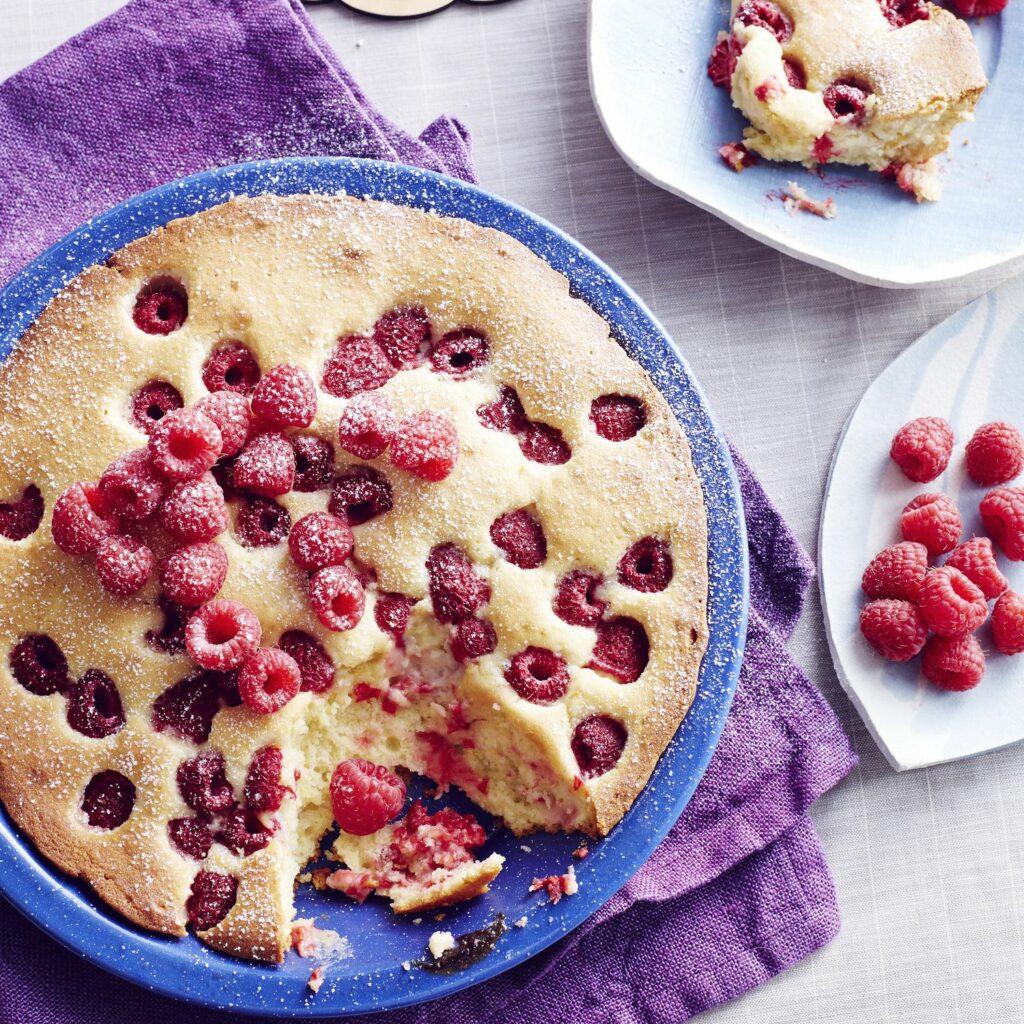 Bublanina s malinami v koláčové formě