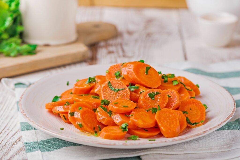 vařená mrkev s petrželí
