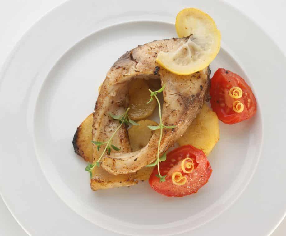 Hotový recept na kapří podkovy na grilu s bylinkovým máslem.