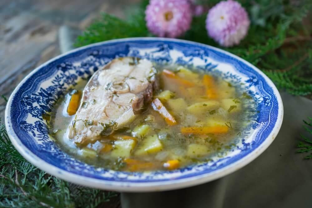 Kapří polévka se zeleninou.