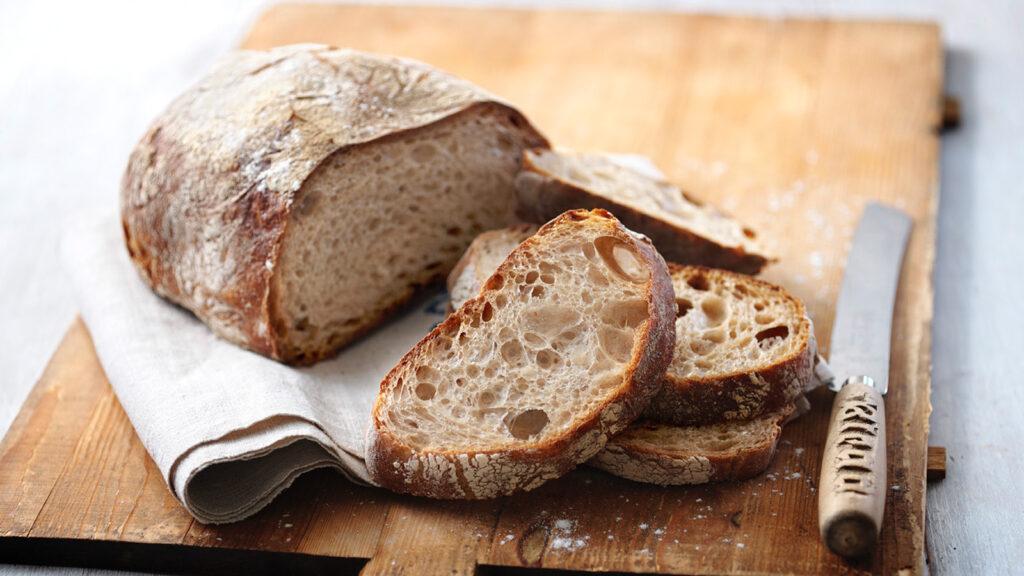 Domácí chléb z počátečního kvásku.