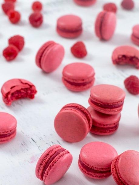 Růžové makronky s růžovým krémem