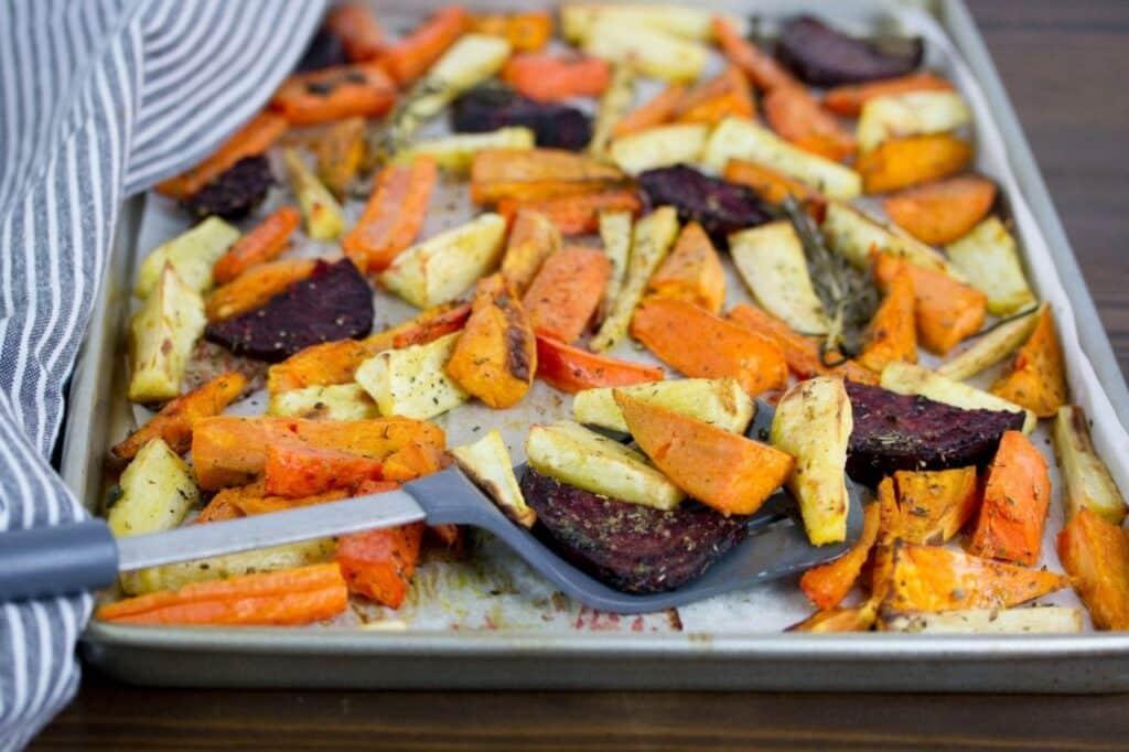 Mrkev, celer a řepa pečená na plechu