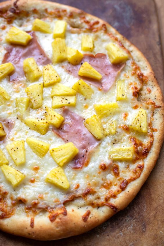 Hawaii pizza upečená v elektrické remosce