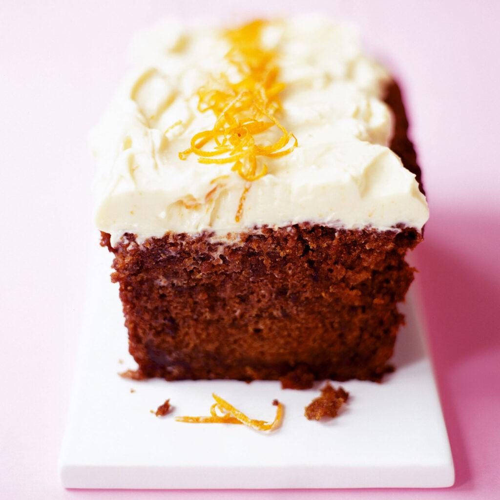 Řepový koláč s bílou polevou