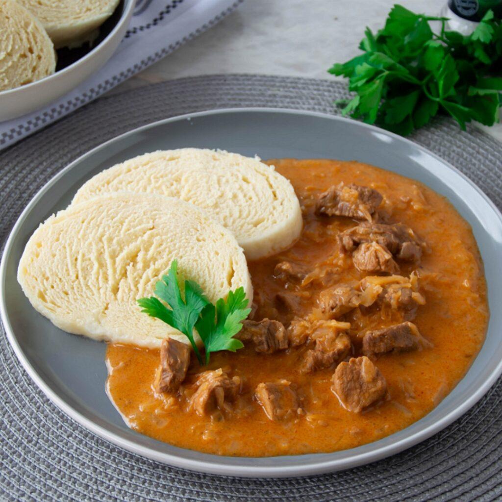Výborný recept na maďarský segedínský guláš.
