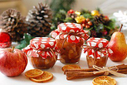 Ozdobené sklenice s pečeným čajem