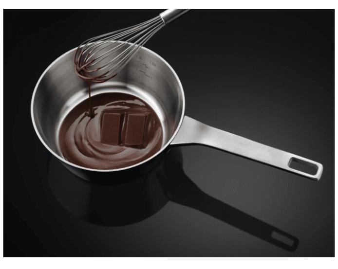 Funkce EasyMelt pro rozpuštění čokolády nebo rozmrazení potravin.