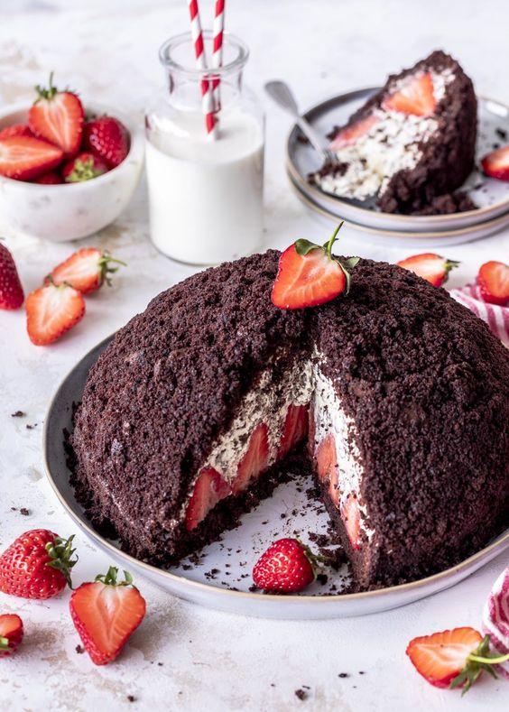 Jahodový dort krtek s tvarohem a čokoládou