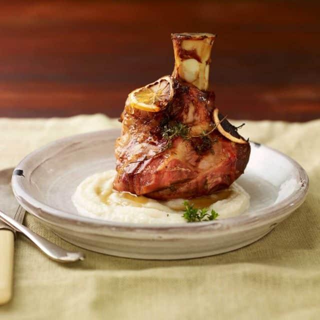 medové koleno s bramborovým pyré