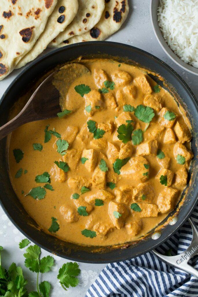 Kuřecí maso na s omáčkou na indický způsob.