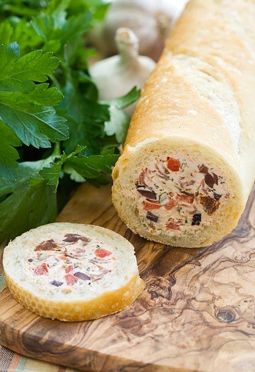 Kulatá večka plněná sýrem, šunkou a zeleninou