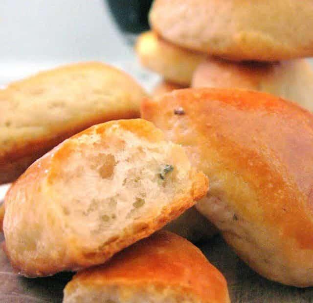 Pečivo vyrobené z nivy, mouky a soli