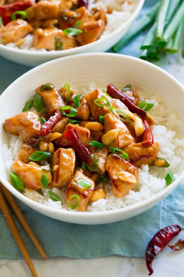 Krůtí maso na čínský způsob s arašídy.