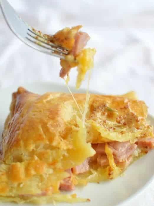 Slaná pochoutka plněná šunkou a sýrem