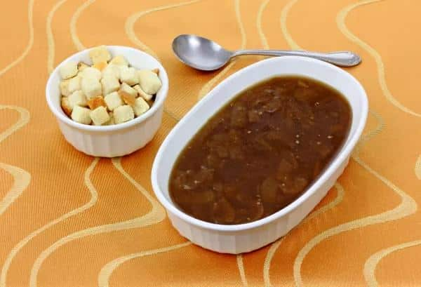 Jitrnicová polévka s krutony