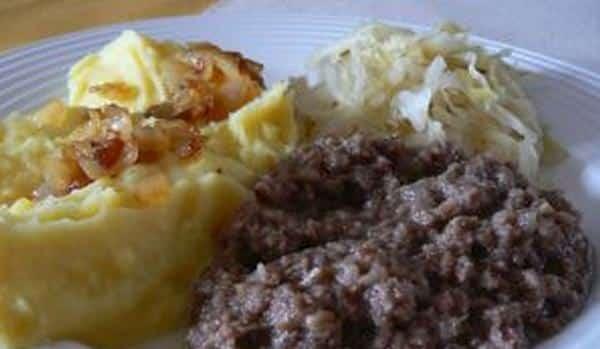Prejt servírovaný s bramborovou kaší a kysaným zelím