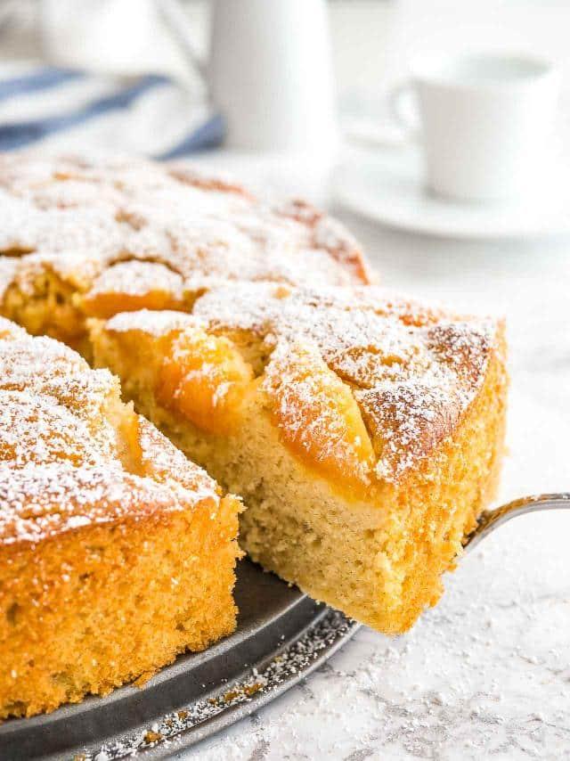 Meruňkový koláč s vanilkou a skořicí.